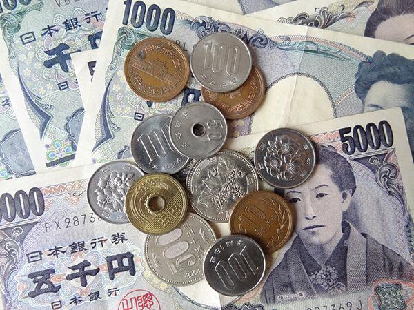 Tiền Nhật có 2 loại là tiền xu và tiền giấy